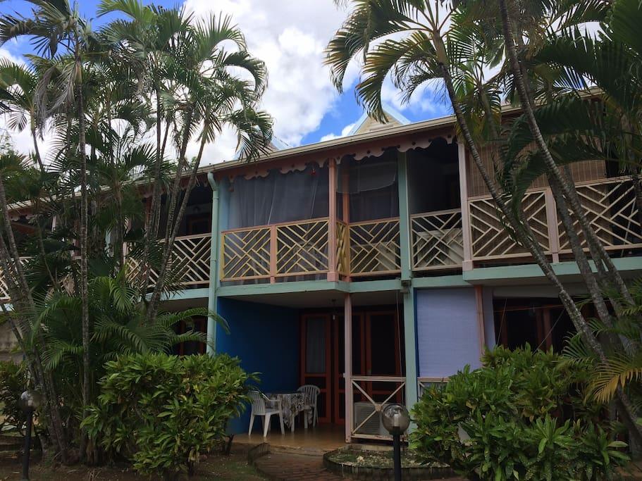 Résidence paisible et arborée - terrasse en rez de jardin