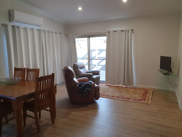 Queen St Apartment B central Dubbo