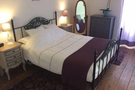Large Double/Family Room/Grande Chambre Familiale. - Saint-Léger - House - 2