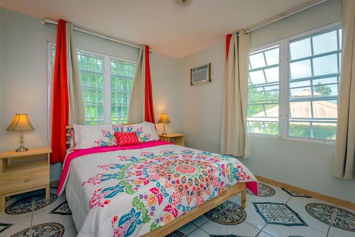 Upstairs Bedroom, Queen Bed