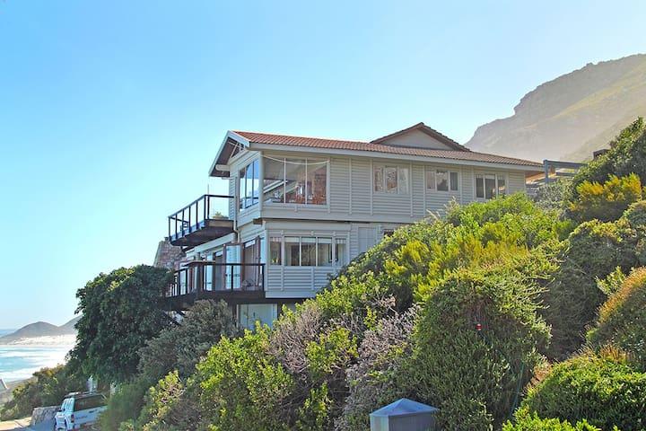 Southern Right House, Misty Cliffs