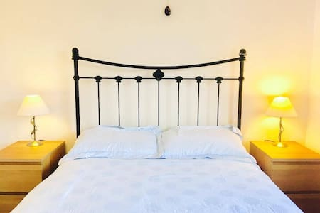 Cosy bedroom and breakfast at friendly family home - Fernwood