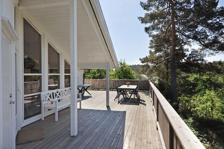 Sunny cabin near the sea - sleeps 8 - Arendal