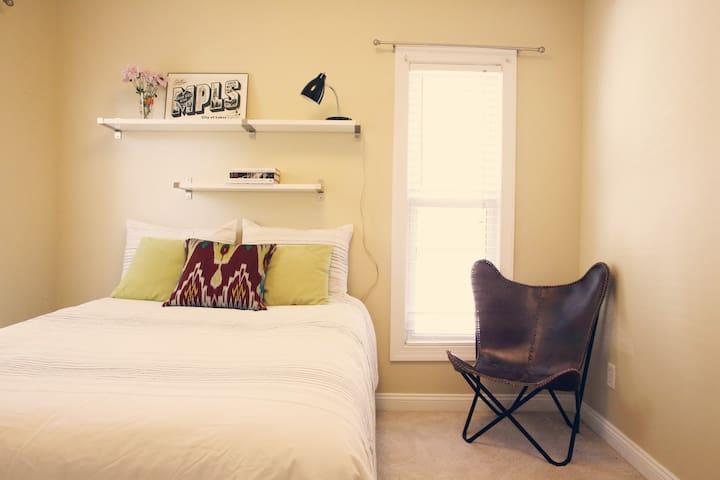 I ❤ NE! A private room in the heart of NE Mpls!