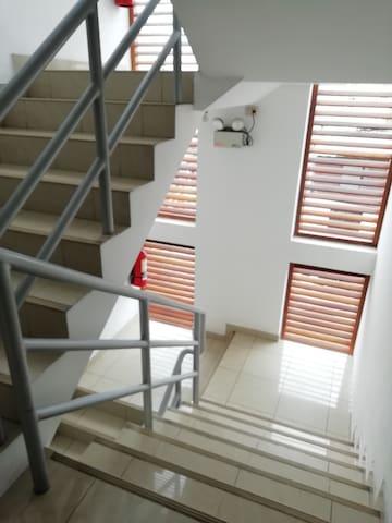 Acceso a través de escaleras