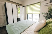 ★★★★★ Stylish 2-bedroom condo in Mandaluyong for 4