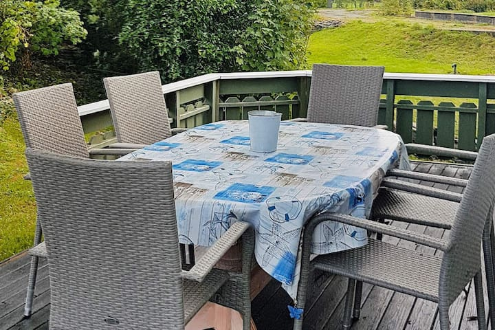 6 person holiday home in MOSTERHAMN