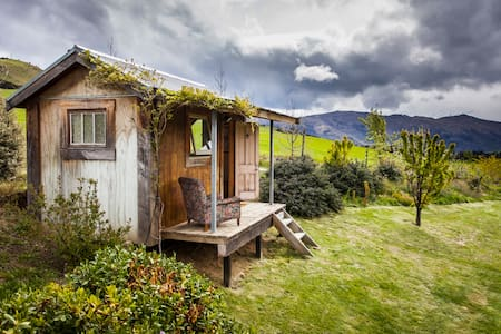 The cosy cabin with the stunning location and view - Wanaka - Hytte
