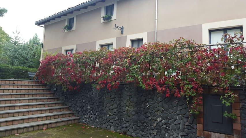 Sull'Etna e a due passi  dal  mare! - Belpasso - Villa