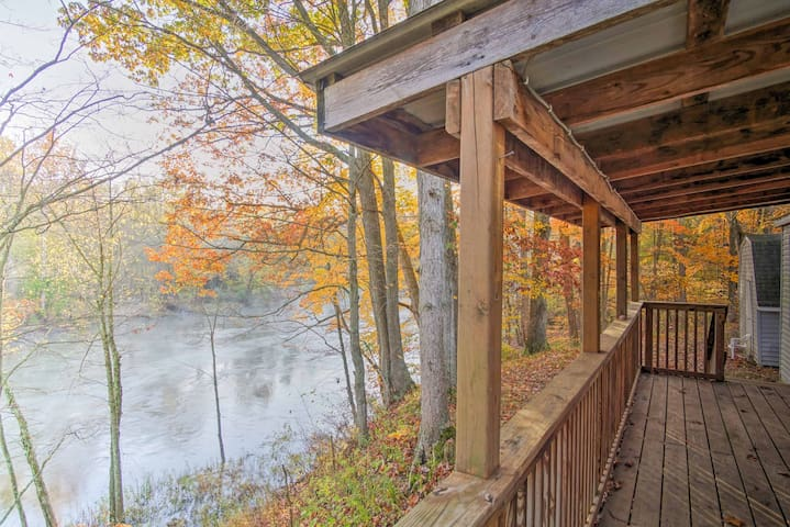 NEW! Secluded Fremont 3BR Cabin on Muskegon River!