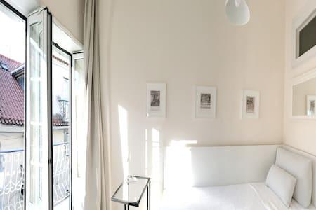Room -Bairro Alto (ideal for single or 2 friends) - Lisboa - Wohnung