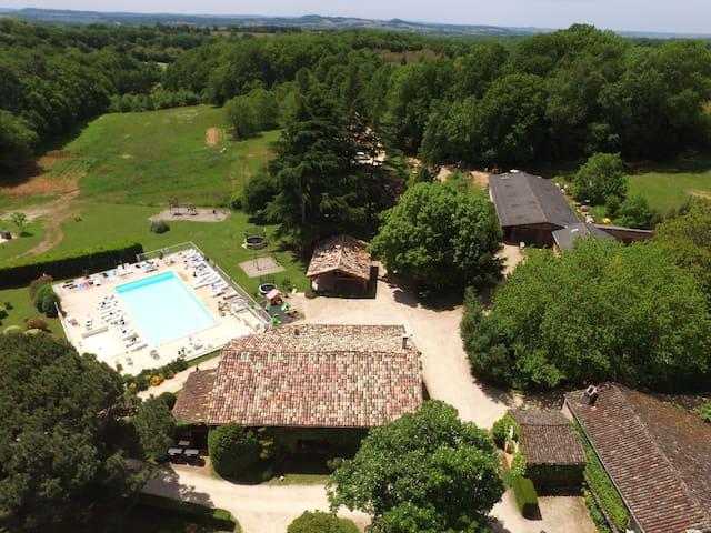 Dordogne Holiday Resort **** Cottage 15/20 pers