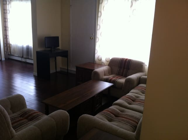 Best Deal/Location Amongst High End Execut. Suites - Waterloo - Appartement en résidence