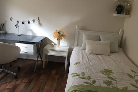 Clean & cosy room - North Perth - Clarkson