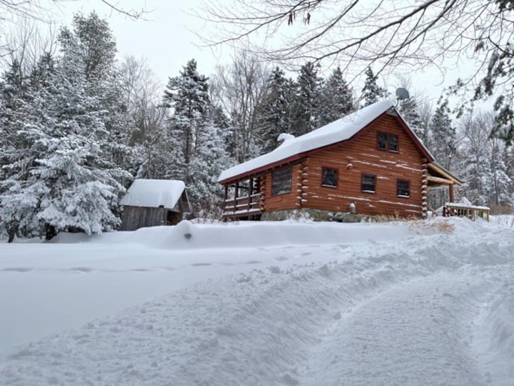 New hot tub! Cabin near Mt. Snow, Stratton