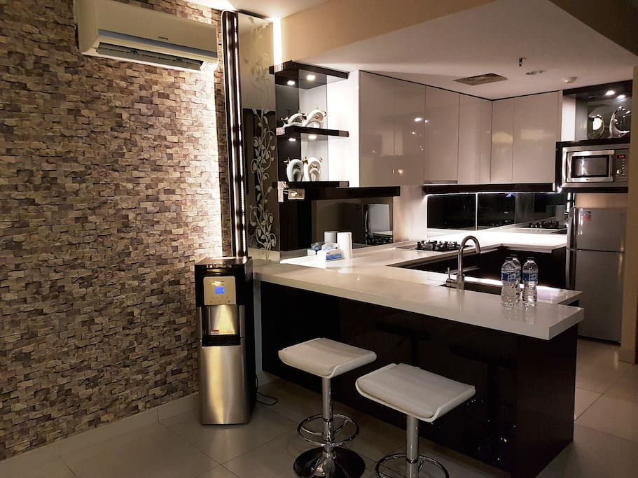 Kitchen Cooking appliances and cutlery are available