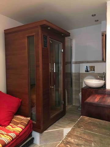 Cute cozy room wth sauna nr Paris center LaDéfense