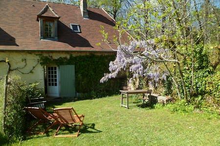 Petite maison a louer en Perigord - Casa
