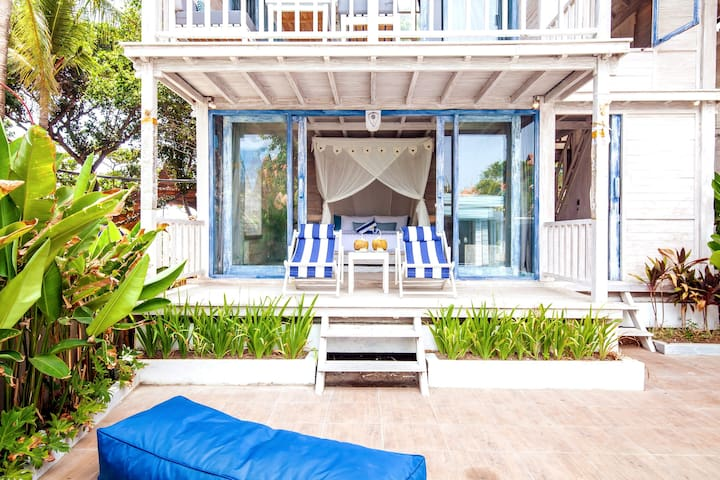 ***Seminyak BEACH HUT, 20 meters from the BEACH***