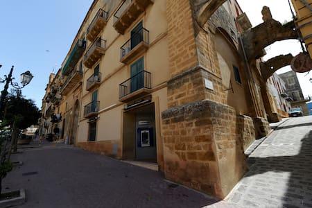 """Casa Vacanze """"Il Cortile del Marchese Beccadelli"""" - Sambuca di Sicilia"""