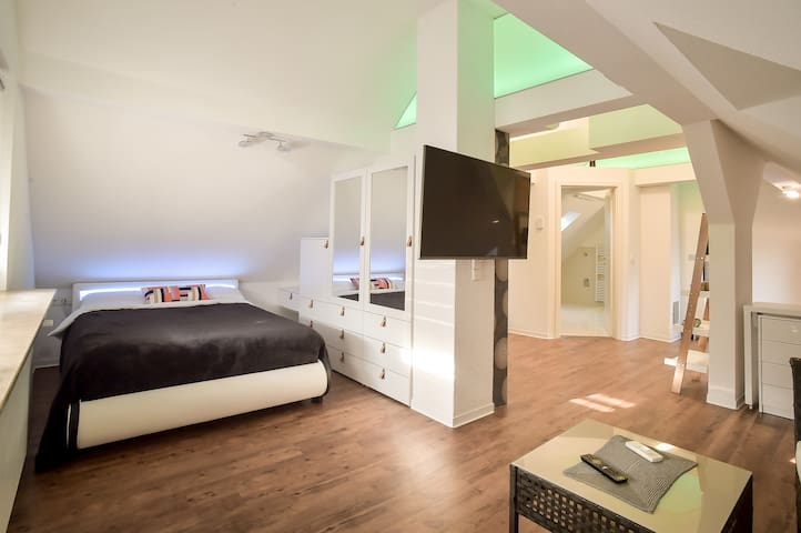 Modernes  klimatisiertes neues  Studio Apartment