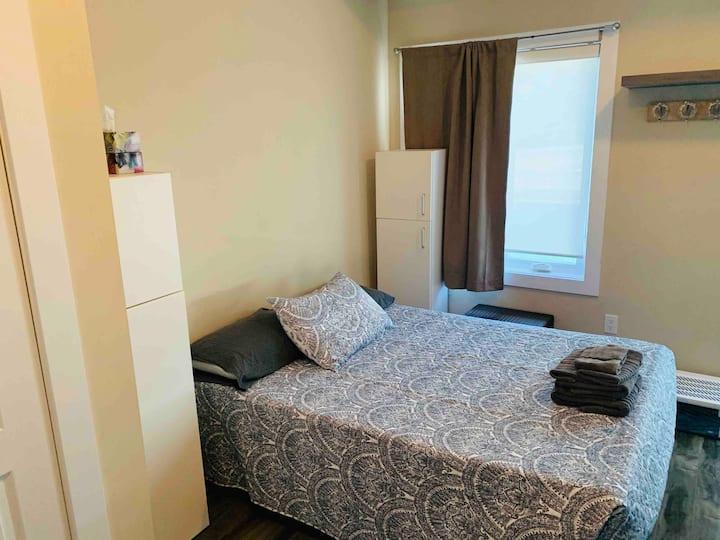 Quaint Bachelor Apartment
