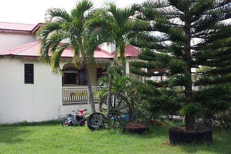 """Chambre N°2 de la Villa """"Nord Grande-Terre NGT"""""""