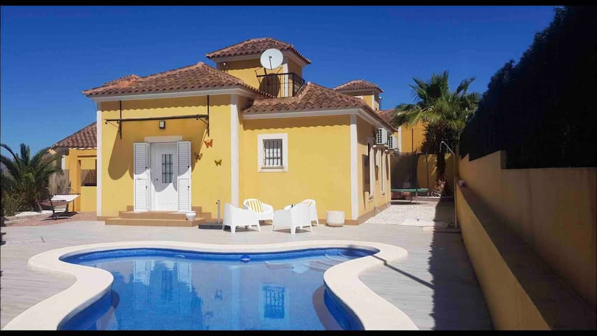 Villa Estrella, with private pool and hottub