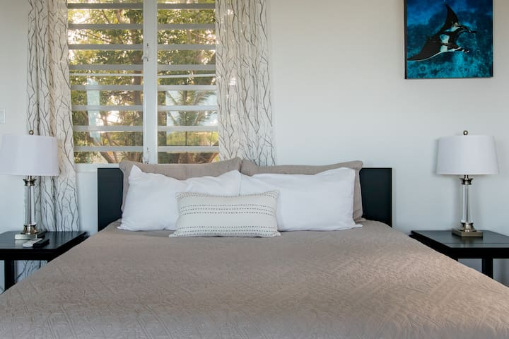 Very comfortable king size bed with amazing views of the ocean.