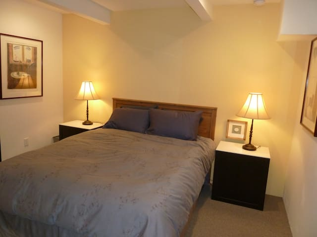 Awesome new 1 bedroom en suite on Duboce Park!