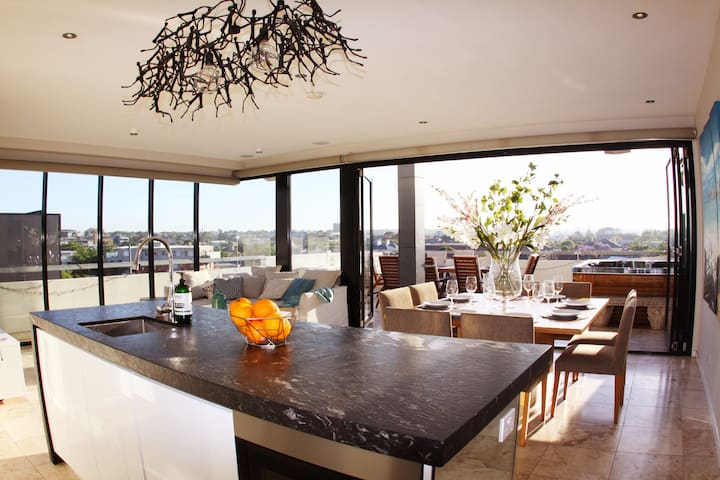 Luxury St Kilda Penthouse with Spa