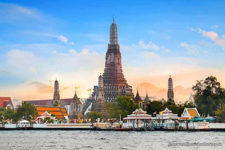 Nearby Attraction (Wat Arun)