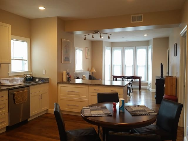 Brand New Brockton Flat on Quiet Street - Brockton - Apartment
