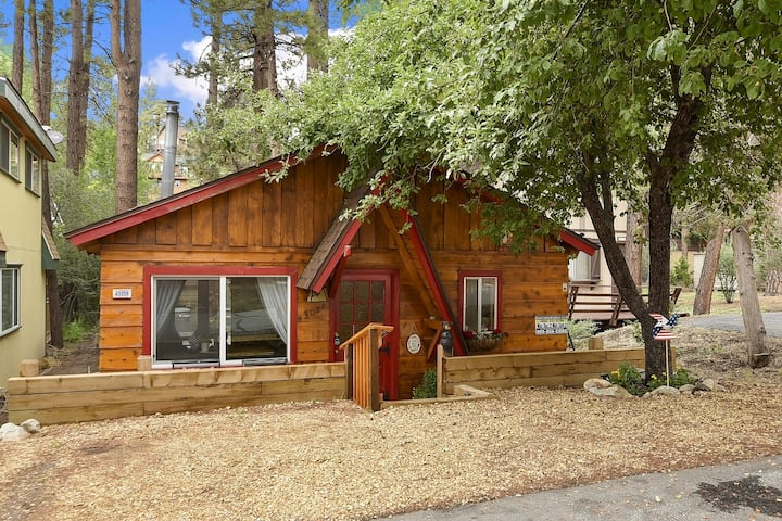 Sunset Ski Inn: Quaint Cottage in Lower Moonridge & Walking Distance to the Resort Shuttles!