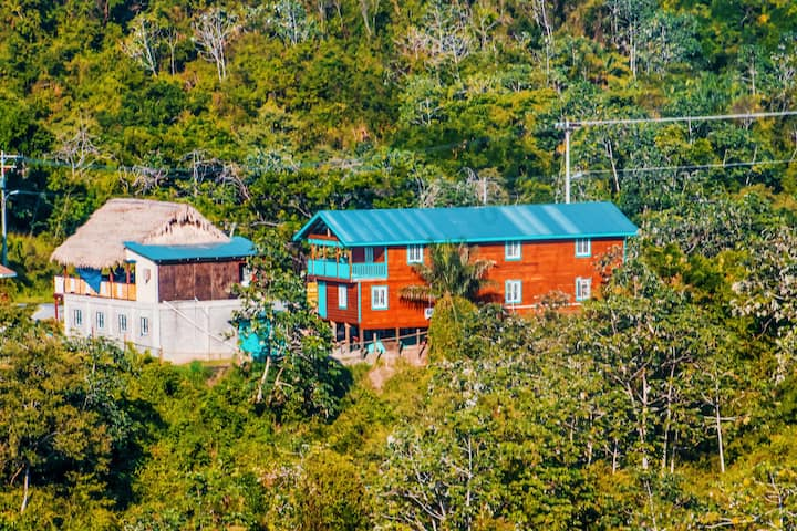 Cozy Room deep in the heart of Roatan