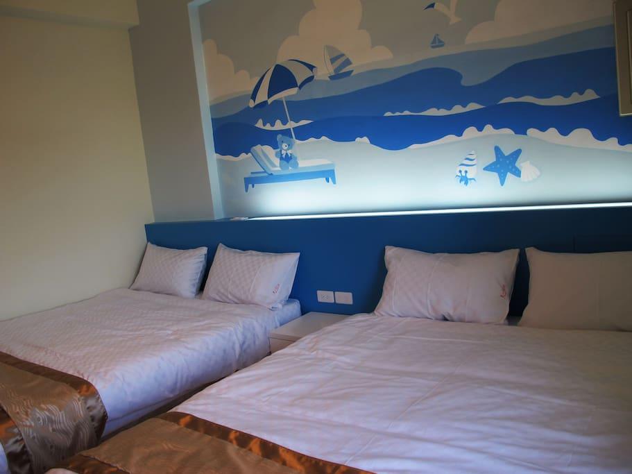 背光床頭設計及充電電源有wifi可連結使用。