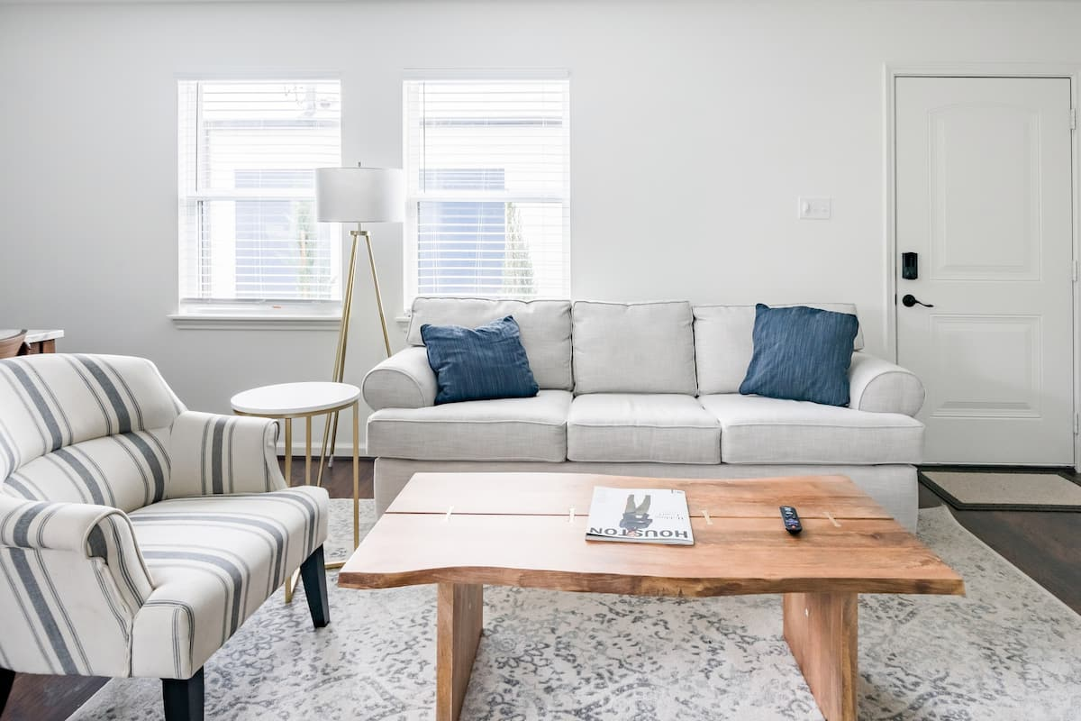 Chic Style With Southern Charm Near the Action