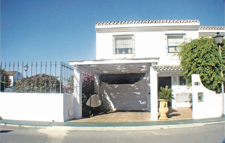 Terraced house with 4 bedrooms on 111m² in San Pedro de Alcántara