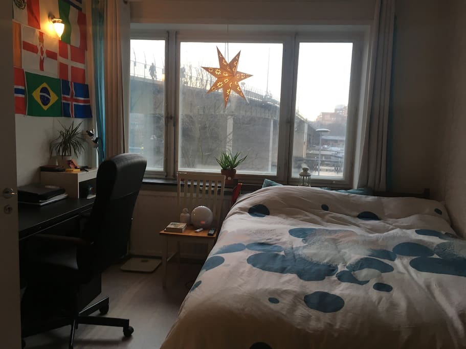 Conformable queen bed, quiet room with a lovely view for the water