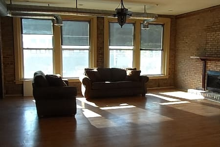Downtown View Loft - Salina - Loft