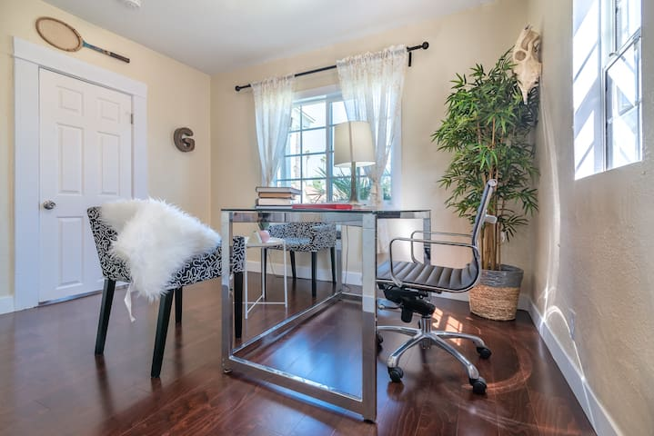 A Sweet Double Relax LA room w Office, AC and Bath
