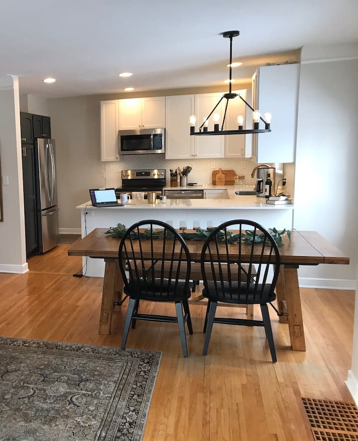 Gorgeous, remodeled home in quaint neighborhood!