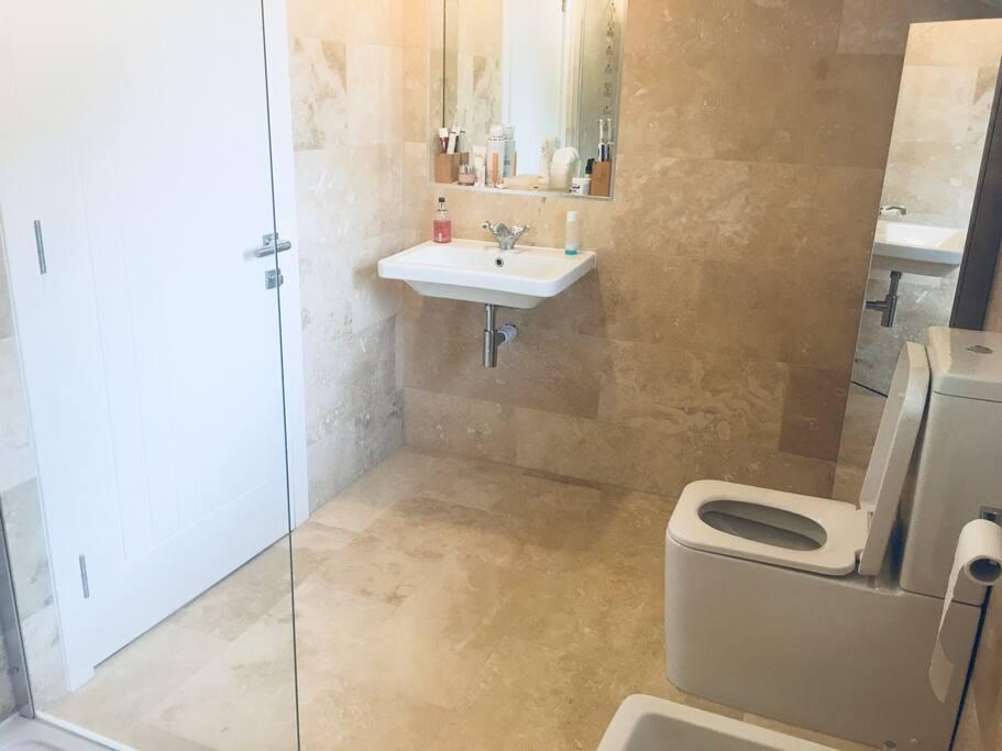 Ensuite bath room and shower room