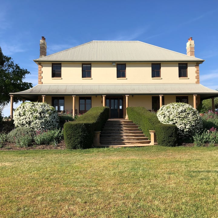Homestead in vineyard for 10 people with views