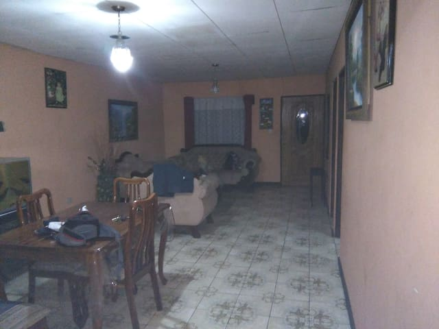 Hogar familiar - Turrialba - Bed & Breakfast