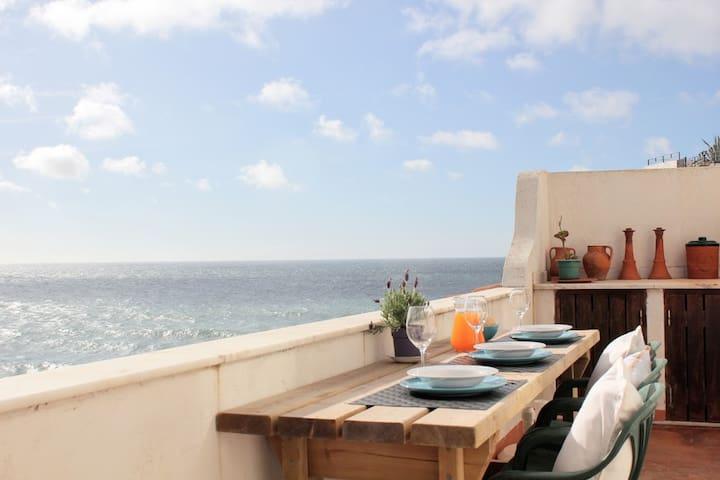 Unique Charming Beach House by the Atlantic Ocean - Colares - Talo