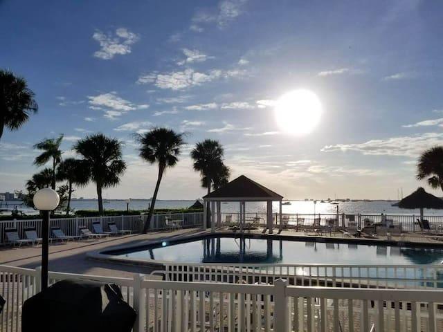 Bermuda Bay Beach,Marine Cottage ,St Petersburg,Fl