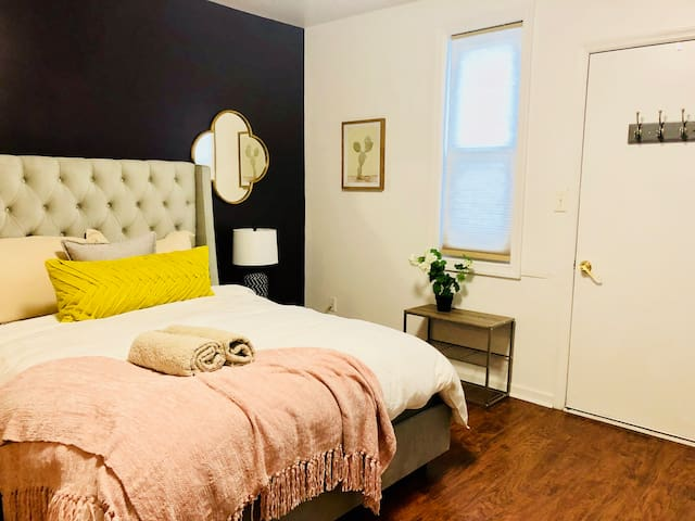 ❤ Private Studio just BLOCKS from Shadyside - Yes!