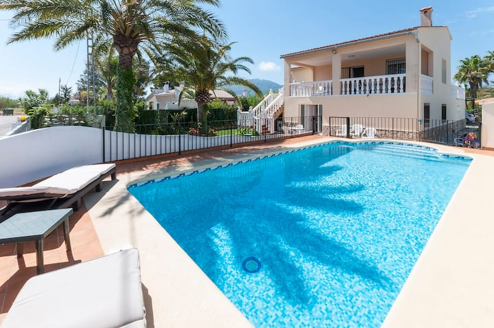 MENGUAL - Apartment with shared pool in Oliva.