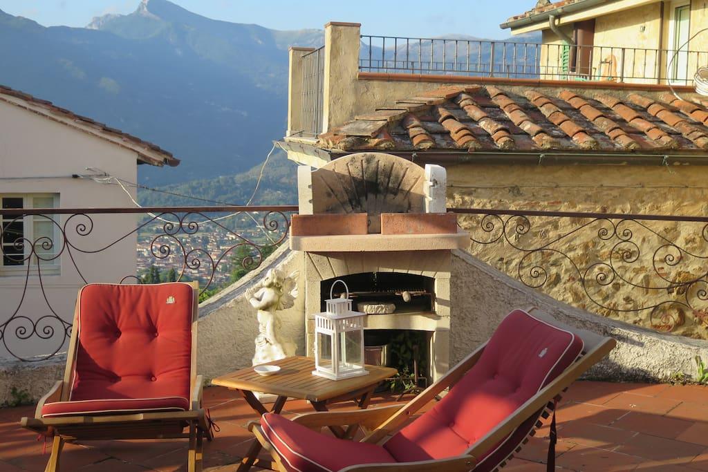 Terrazza panoramica, molto tranquilla, dove rilassarsi, pranzare, prendere il sole...